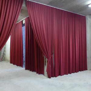 Žametne grajske zavese
